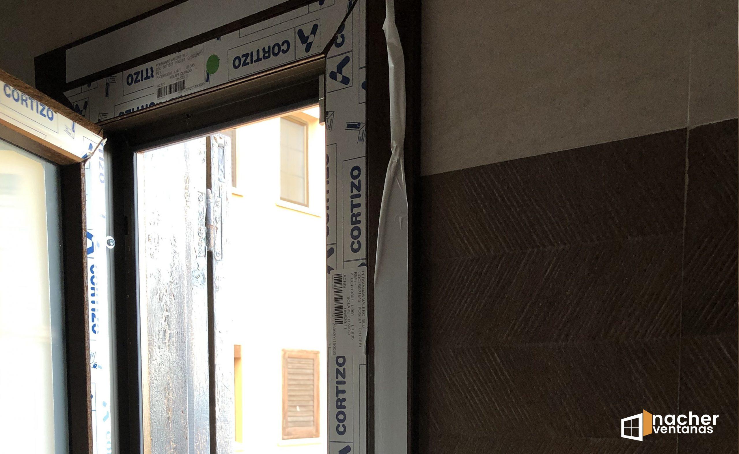 instalacion-ventanas-pvc-nogal-playa-con-barrotillo-alboraia