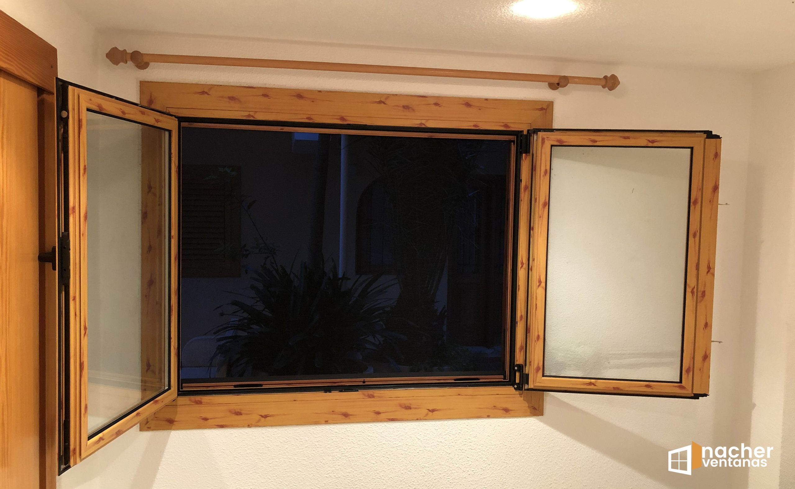 ventana aluminio oscilobatiente color pino liso