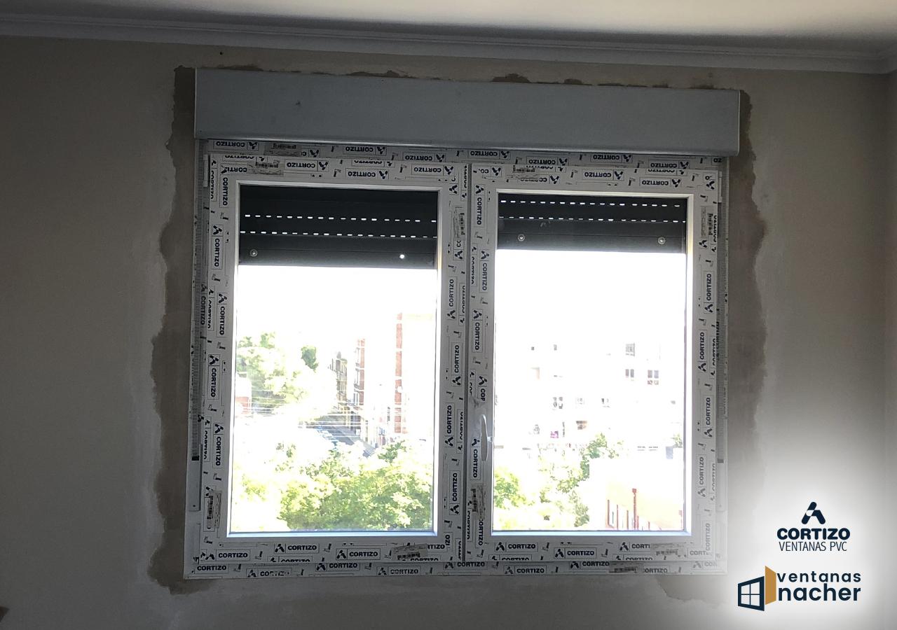 ventana oscilobatiente bicolor antracita